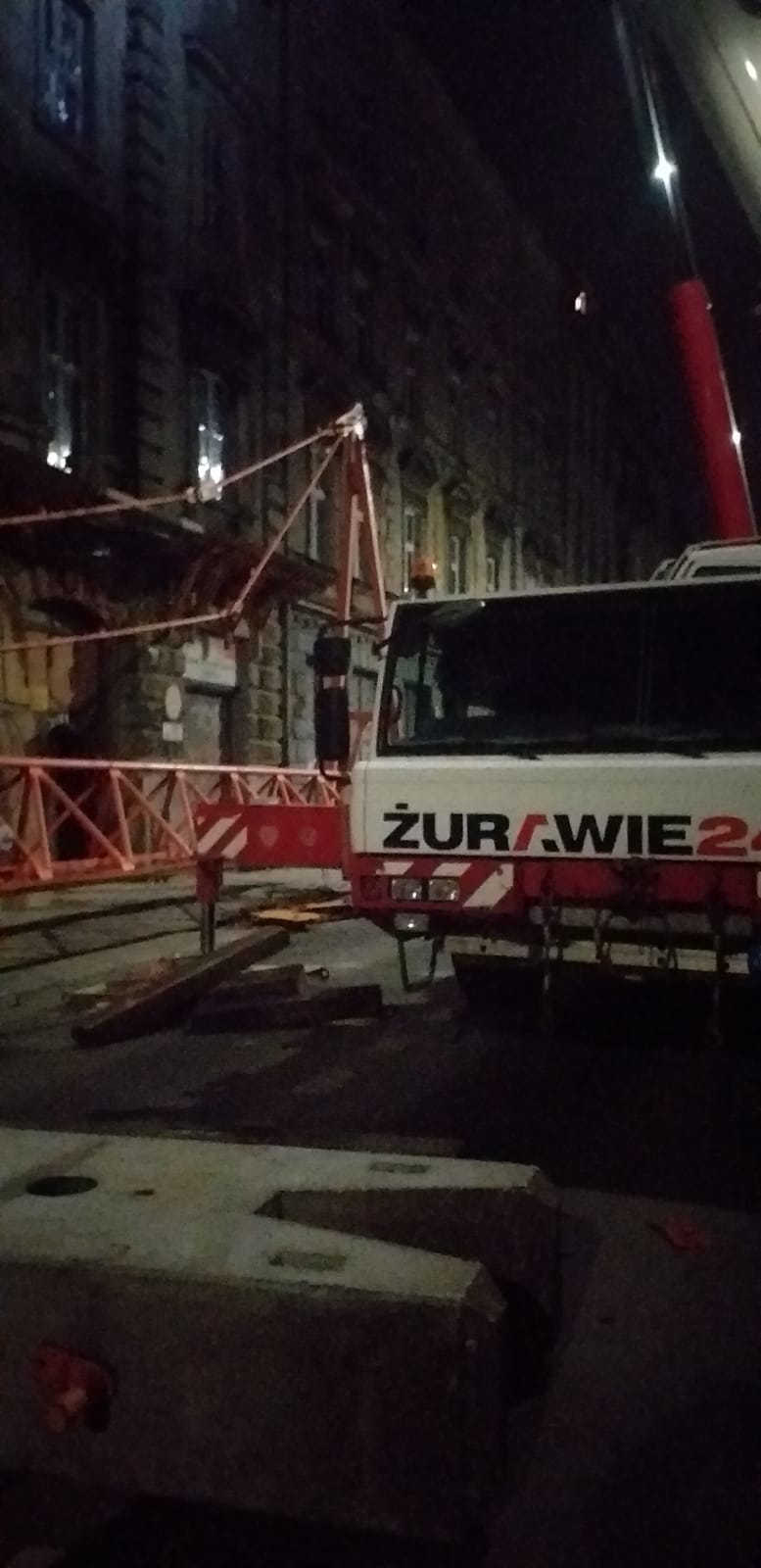 Nocny demontaż żurawia POTAIN MD 238 J10